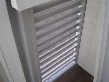 Container floor ventilation