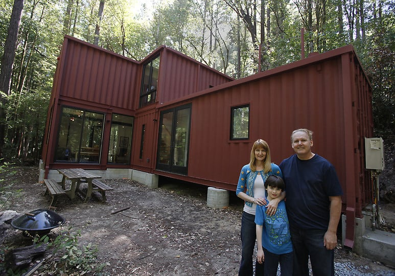 adorable-building-homes-with-shipping-containers