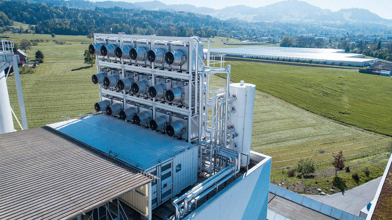 p-1-the-worlds-first-commercial-carbon-capture-plant-opened-today