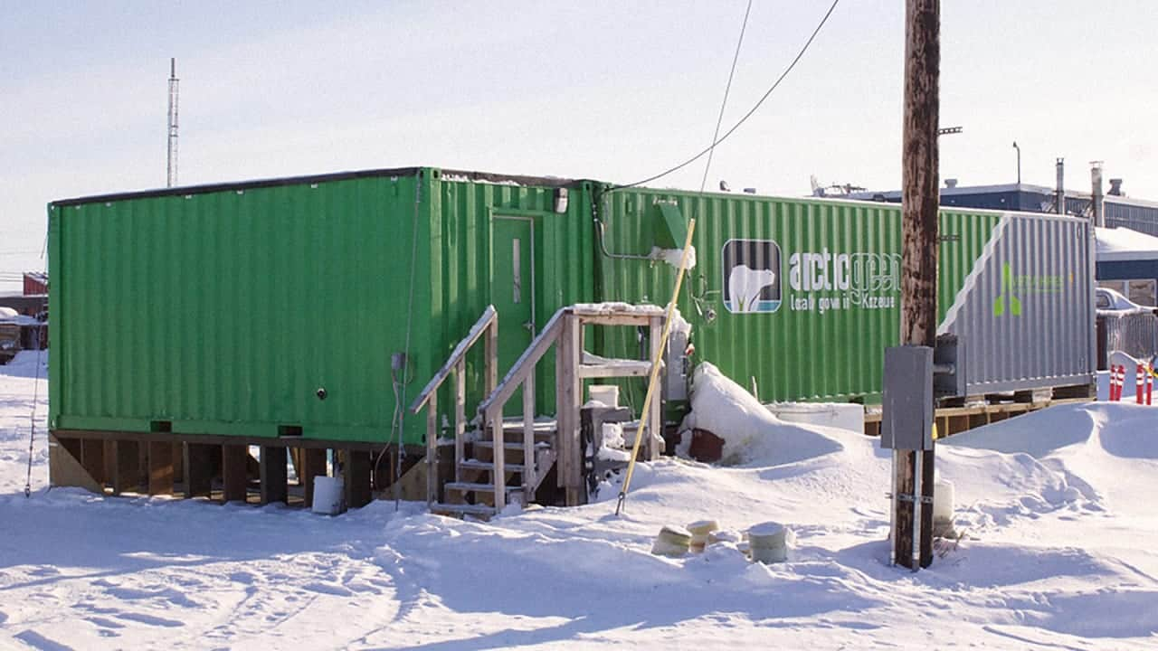 p-1-in-the-arctic-shipping-container-farms-are-making-produce-cheaper